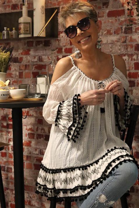 Blusón en color blanco con detalles bordados en negro